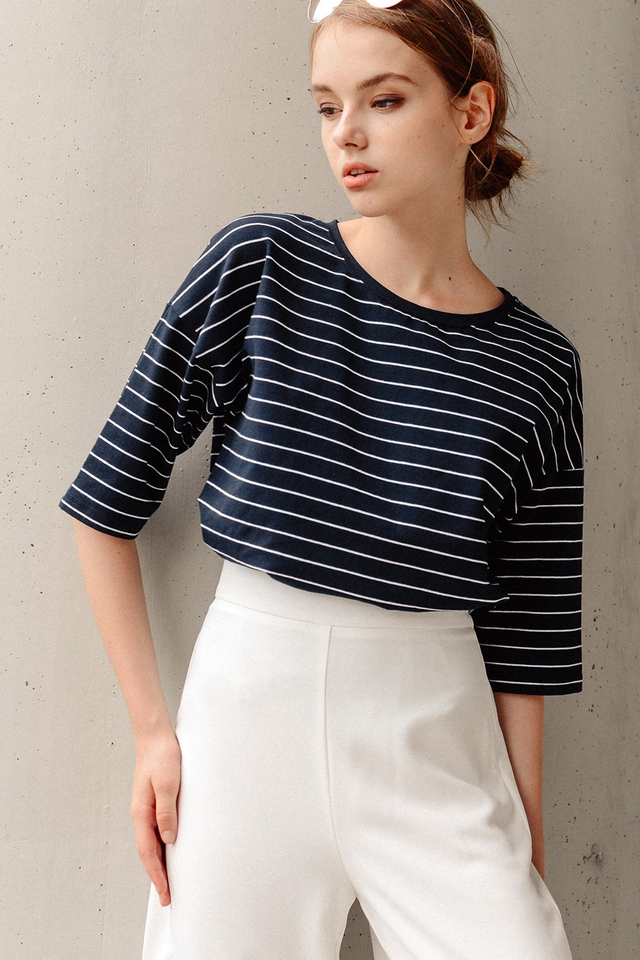 GATWICK STRIPED TEE IN NAVY