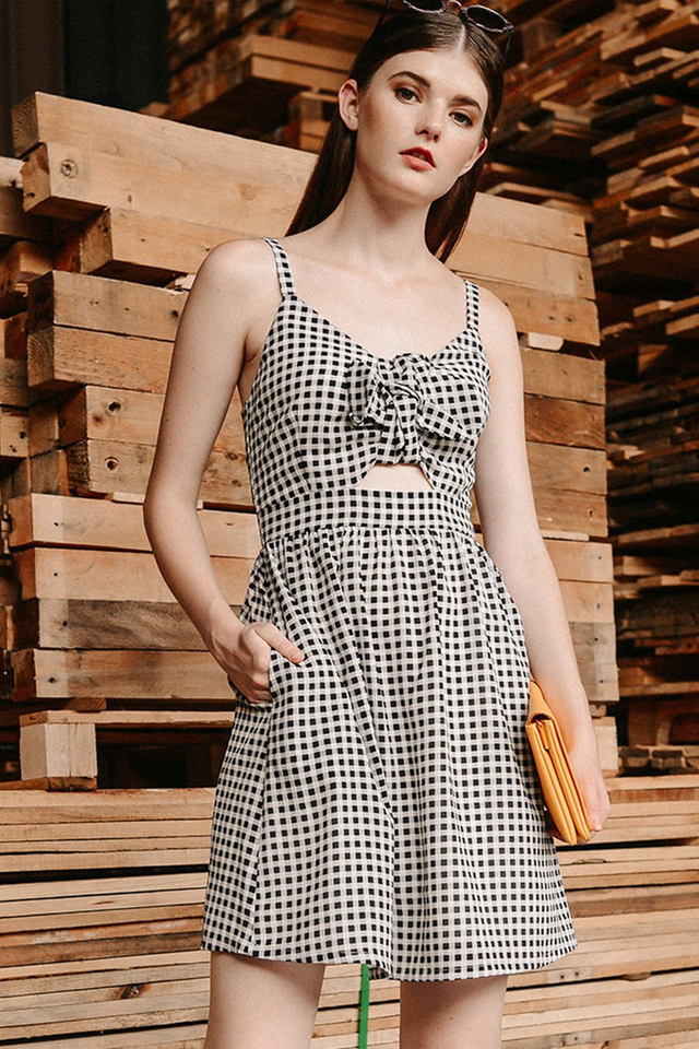 CHECKERED BOW DRESS IN BLACK