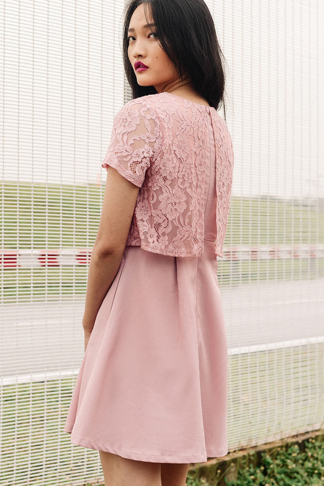LOREN LACE DRESS IN PINK