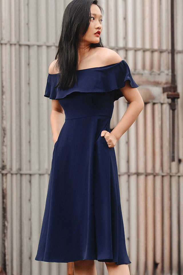 EMILIE OFF SHOULDER MIDI IN NAVY