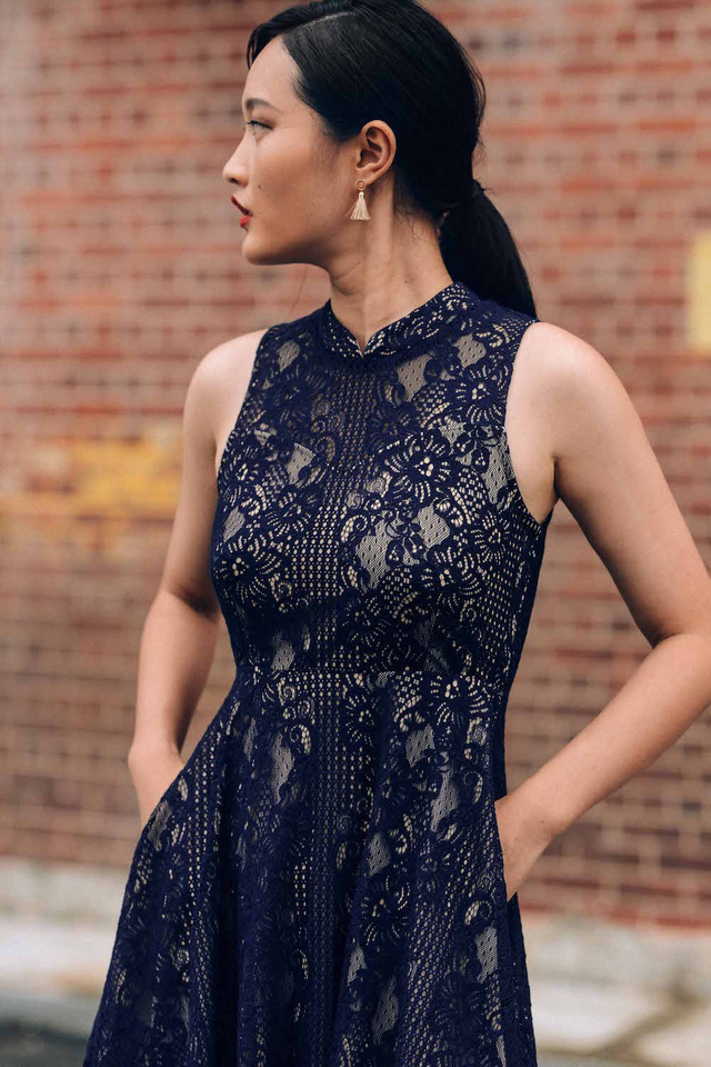 ATELIER LACE DRESS IN NAVY