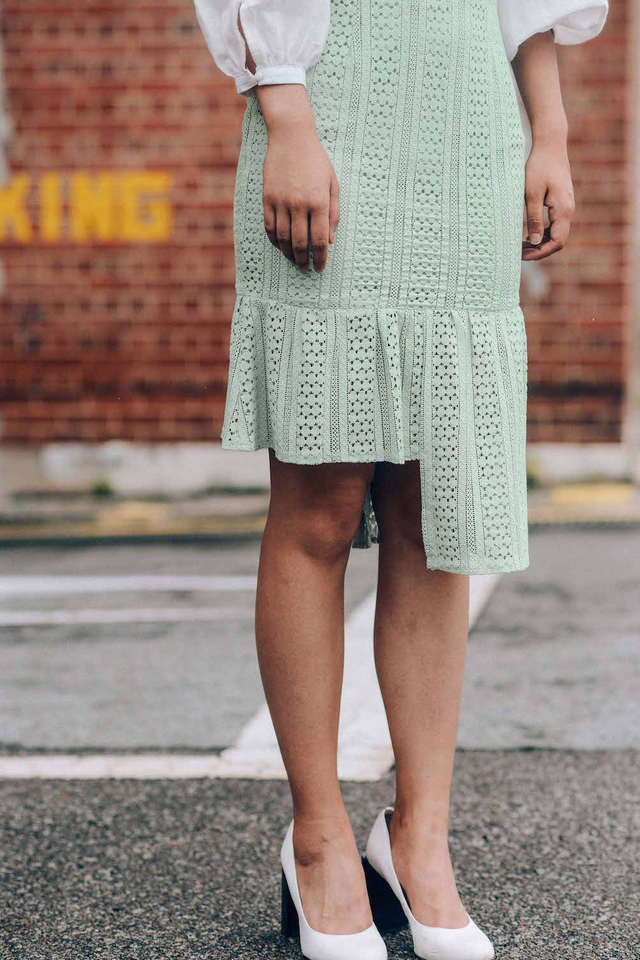 SAAB LACE SKIRT IN MINT