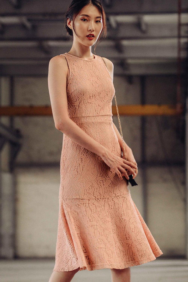 AMOUR LACE MIDI IN PINK