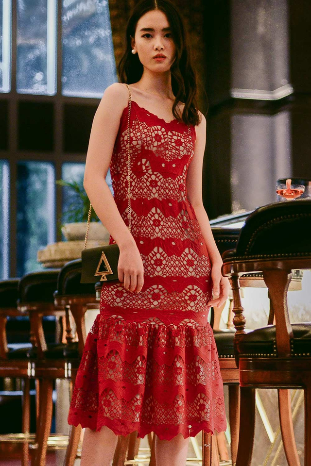 *PREMIUM* ANGELO CROCHET MIDI IN RED