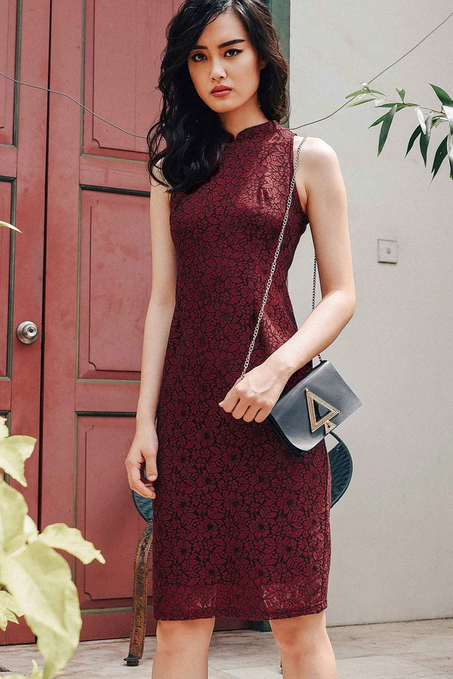 CHEONGSAM LACE MIDI IN WINE RED