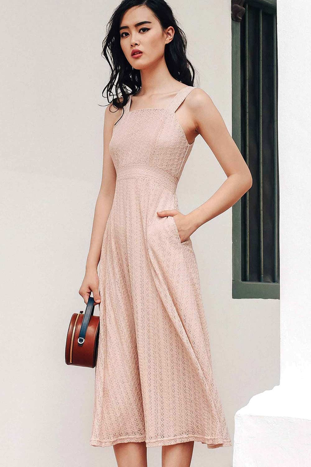 AVIGNON LACE MAXI IN PINK