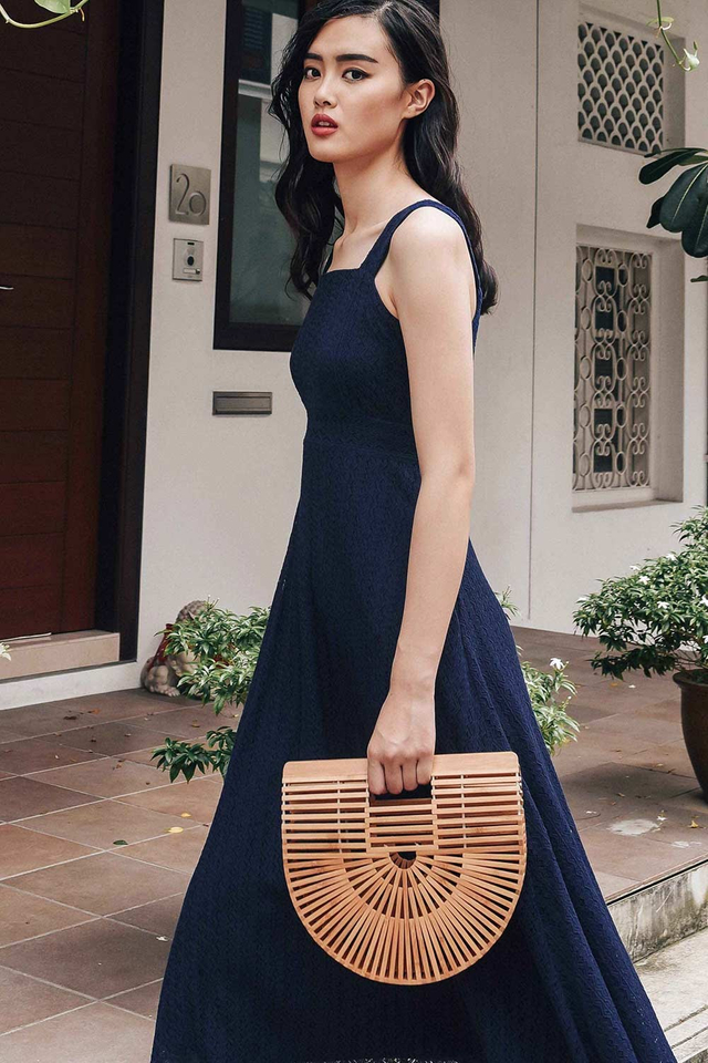 AVIGNON LACE MAXI IN NAVY
