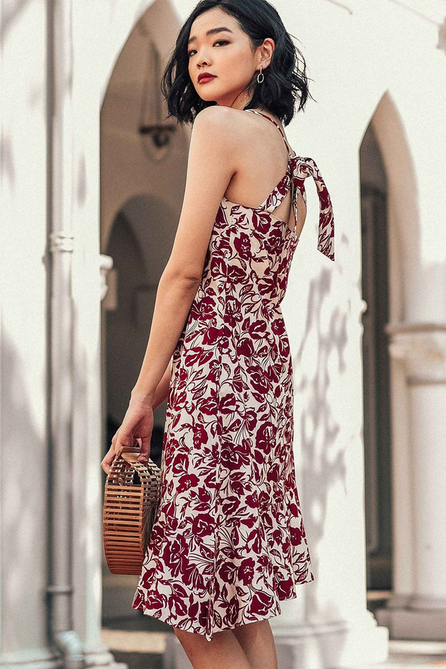 SAVANNAH TIE-BACK DRESS IN BURGUNDY