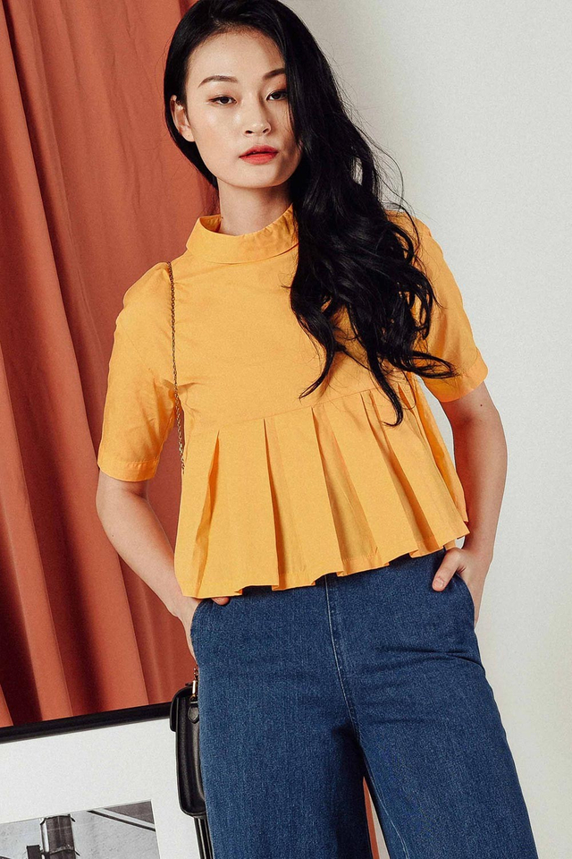 ZANDER PLEAT SHIRT IN MARIGOLD