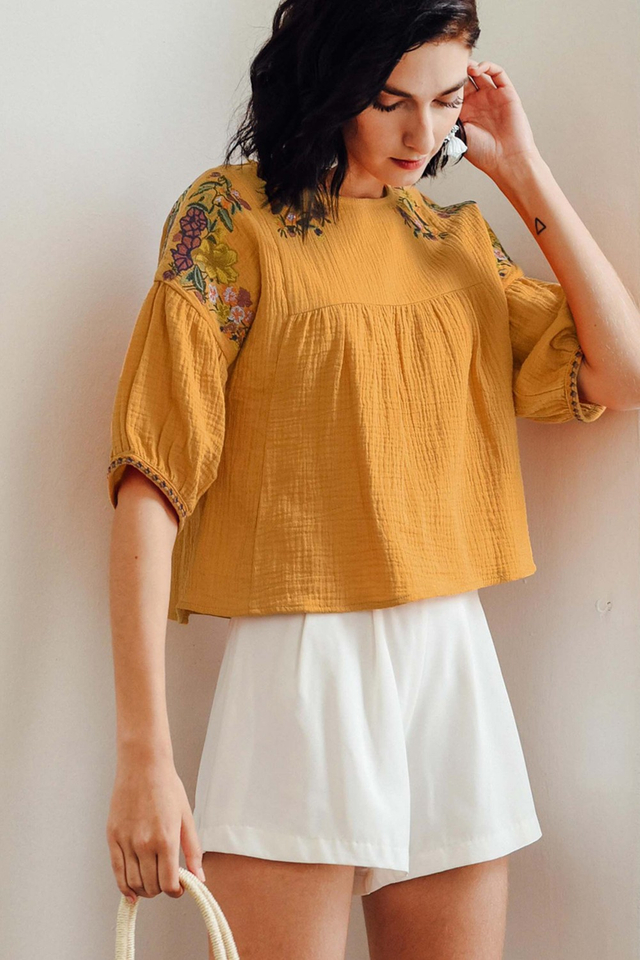 OHIO EMBROIDERY TOP IN MUSTARD