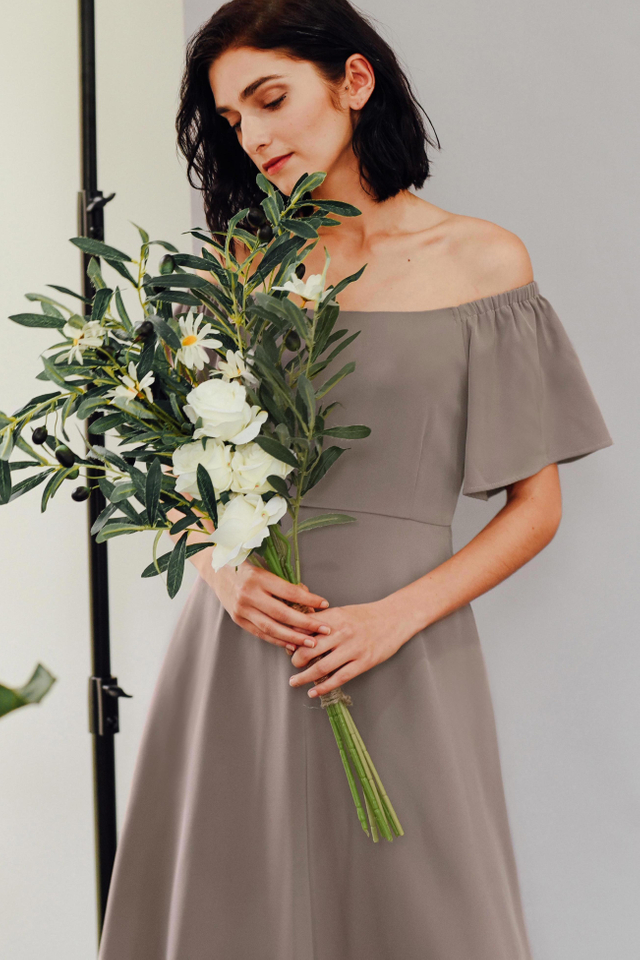 BALLAD OFF SHOULDER MIDI IN TAUPE