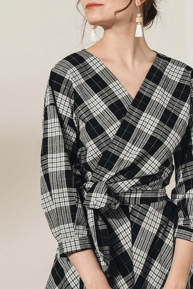 ENID PLAID TOP IN MONOCHROME