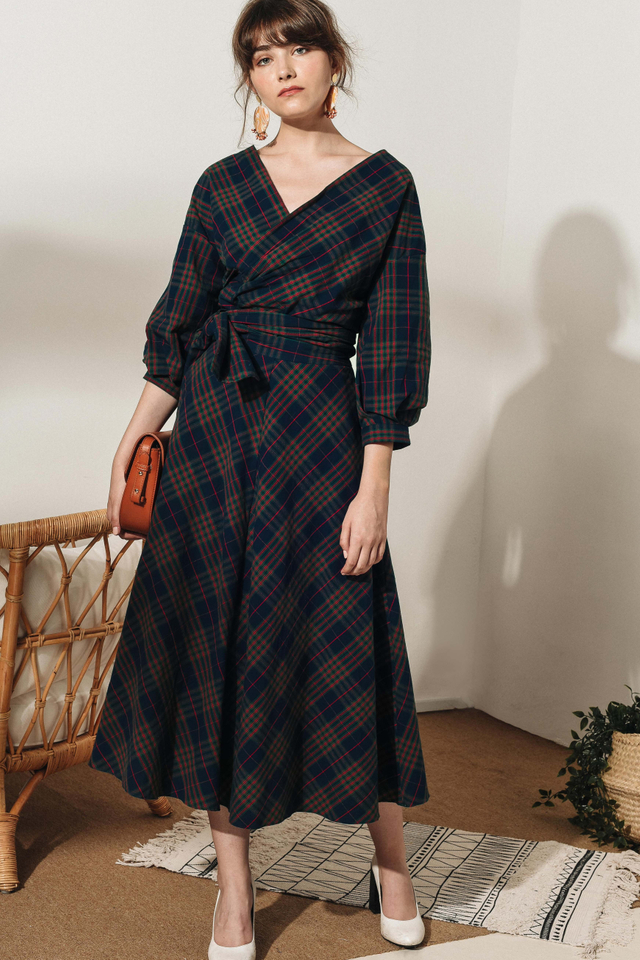 ENID PLAID MAXI IN NAVY