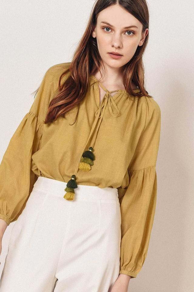 MILEY TASSEL TOP IN LIGHT MUSTARD