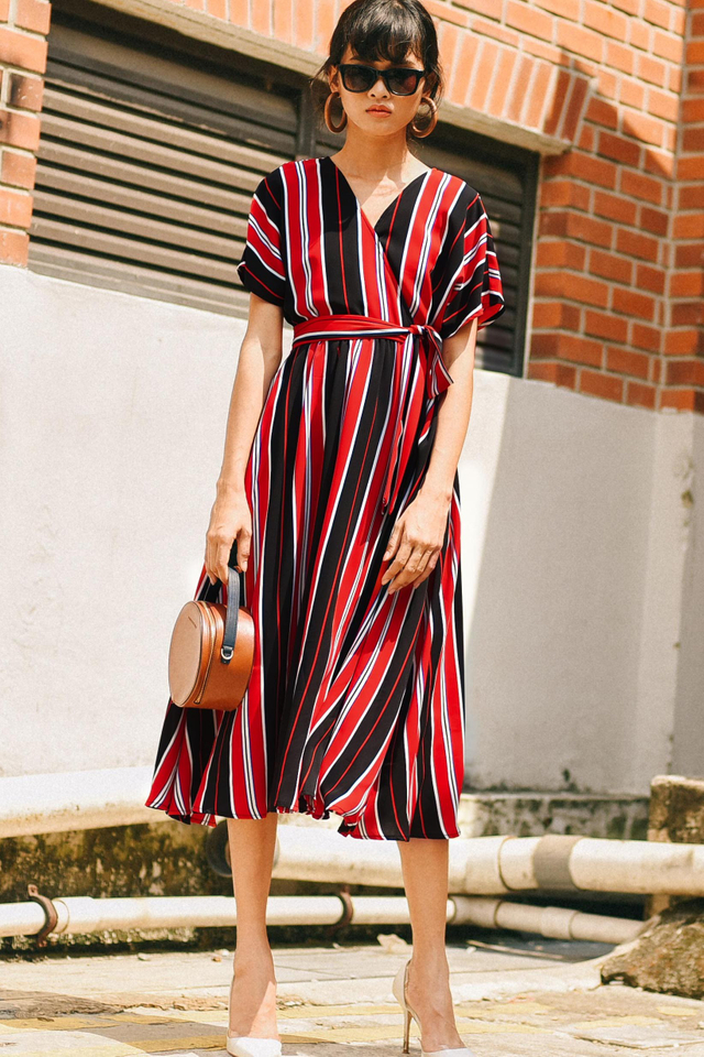WESTIN STRIPED MIDI IN RED BLACK