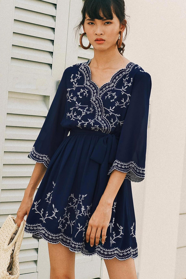 KIMMY EMBROIDERY DRESS IN NAVY