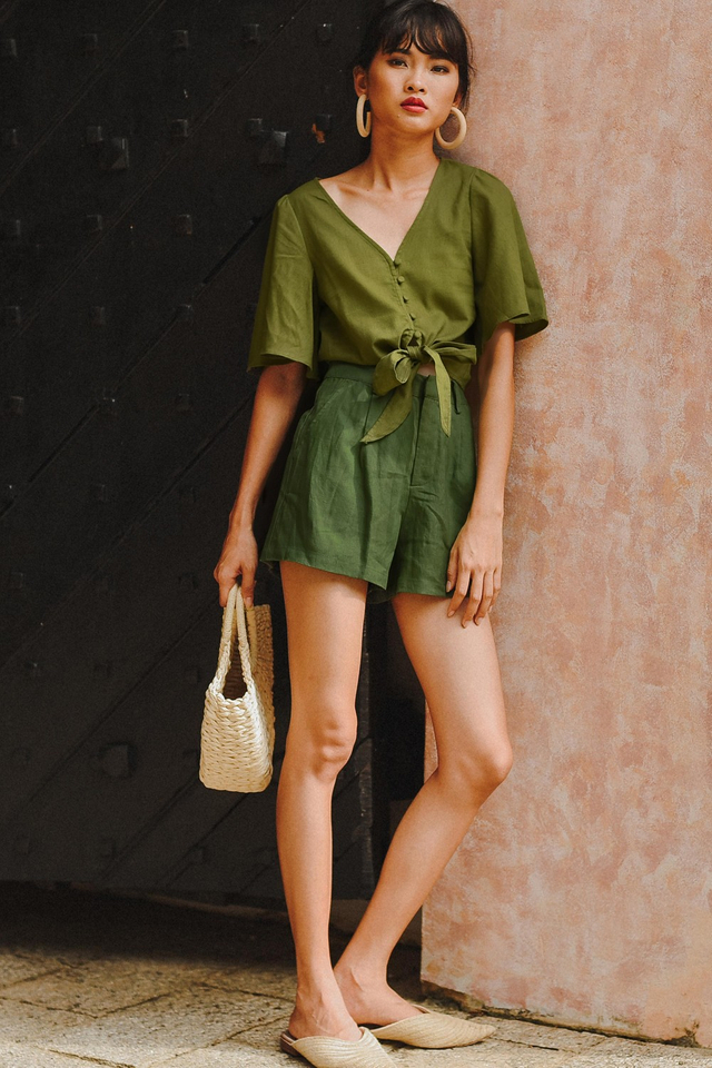 BASIC LINEN SHORTS IN MILITARY