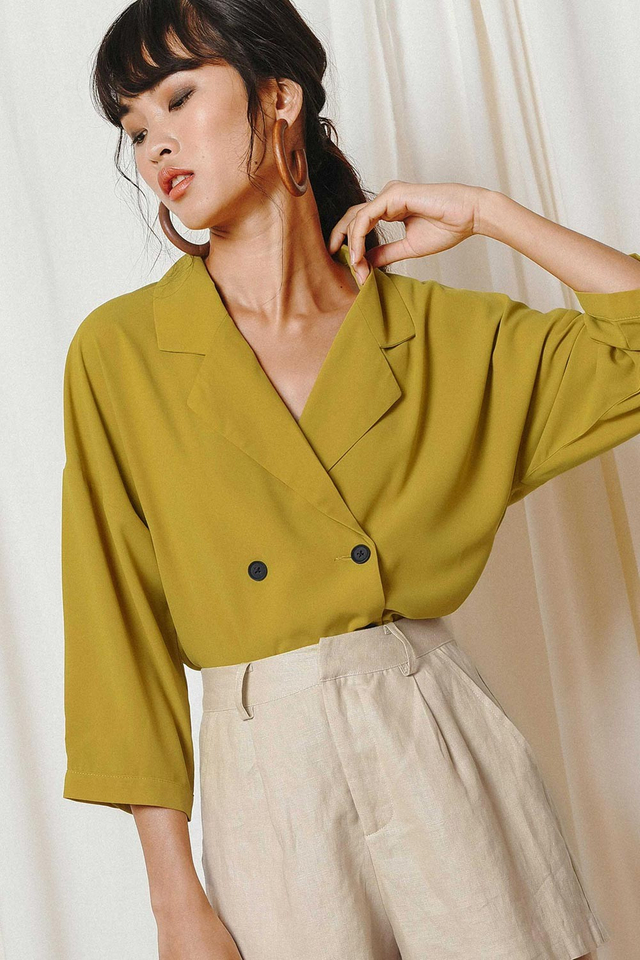 SABBY LAPEL TOP IN OLIVE MUSTARD