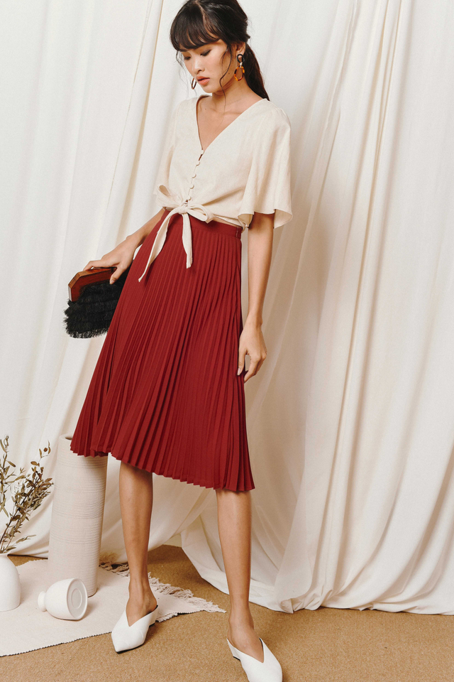 KELLY PLEATED MIDI IN RUST RED