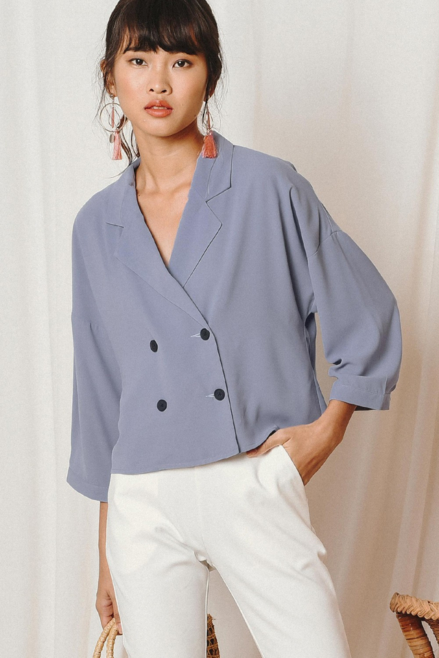 SABBY LAPEL TOP IN MOONSTONE