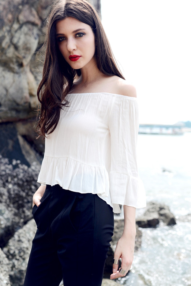 *BRIDGE* Relaxed Off Shoulder Top in White