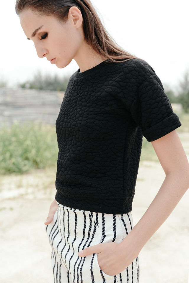 *BRIDGE* Quilted Boxy Top in Black