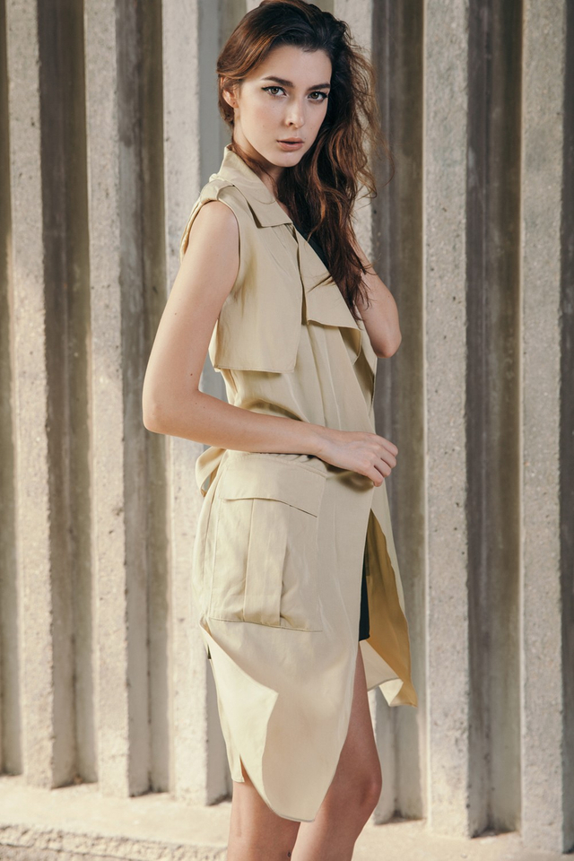 *BRIDGE* Raider Trench Vest in Khaki Beige