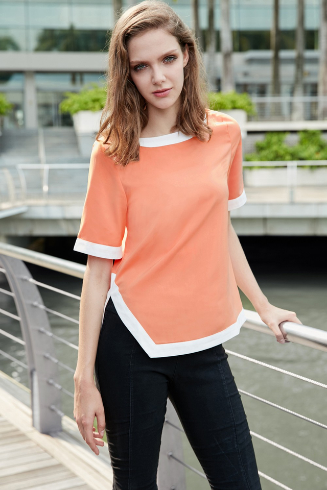 *BRIDGE* Contrast Hem Top in Coral Peach