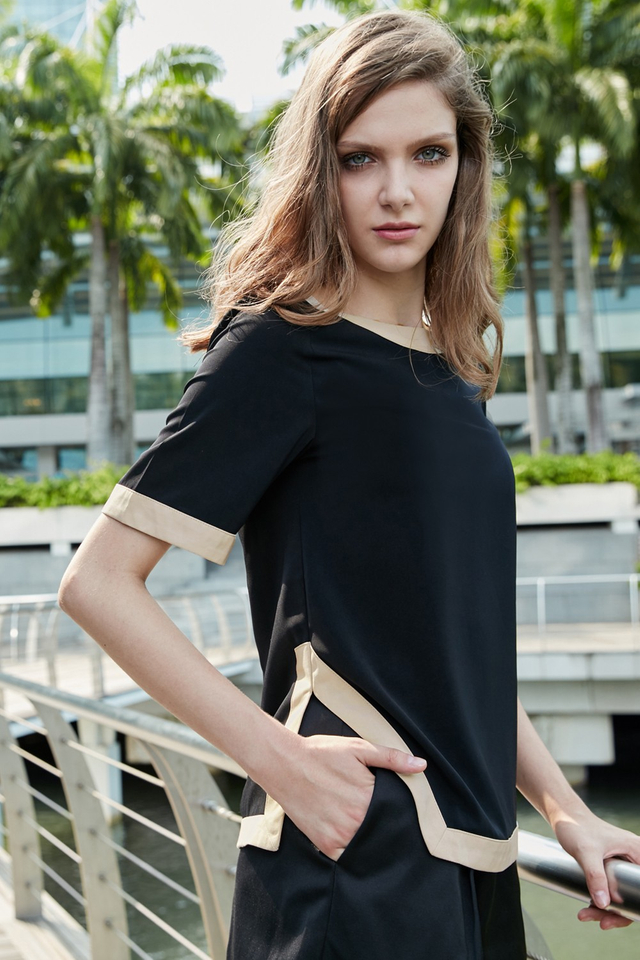 *BRIDGE* Contrast Hem Top in Black