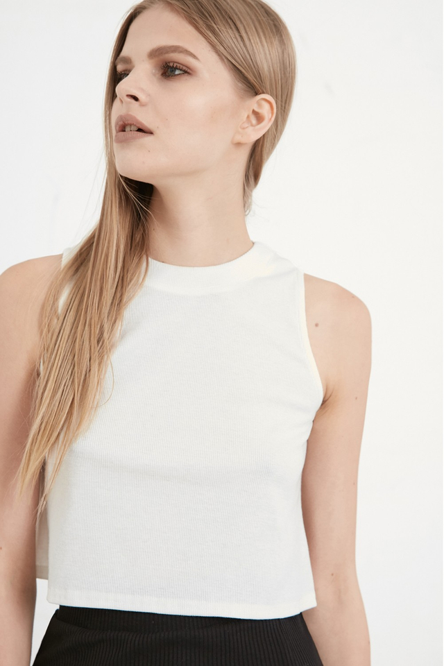 *BRIDGE* Ribbed Crop Top in White