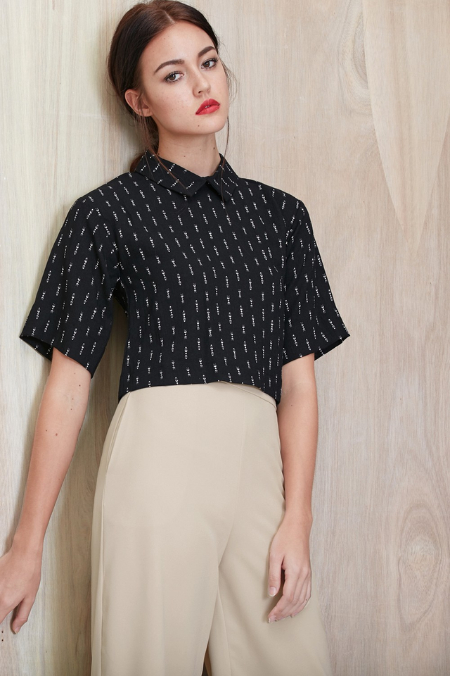 *BRIDGE* Arrow Cropped Shirt in Black
