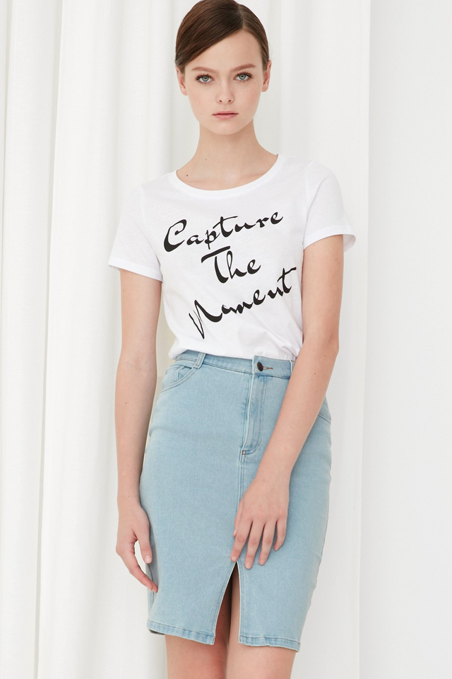 *BRIDGE* Capture The Moment Tee in White