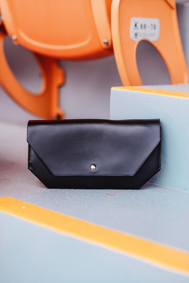 Rayna Clutch in Black