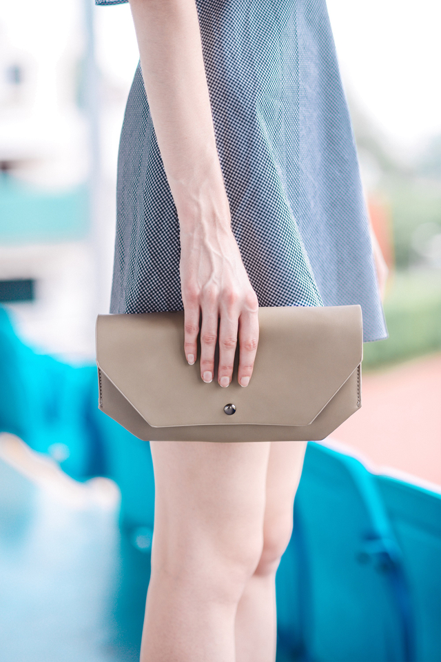 Rayna Clutch in Taupe
