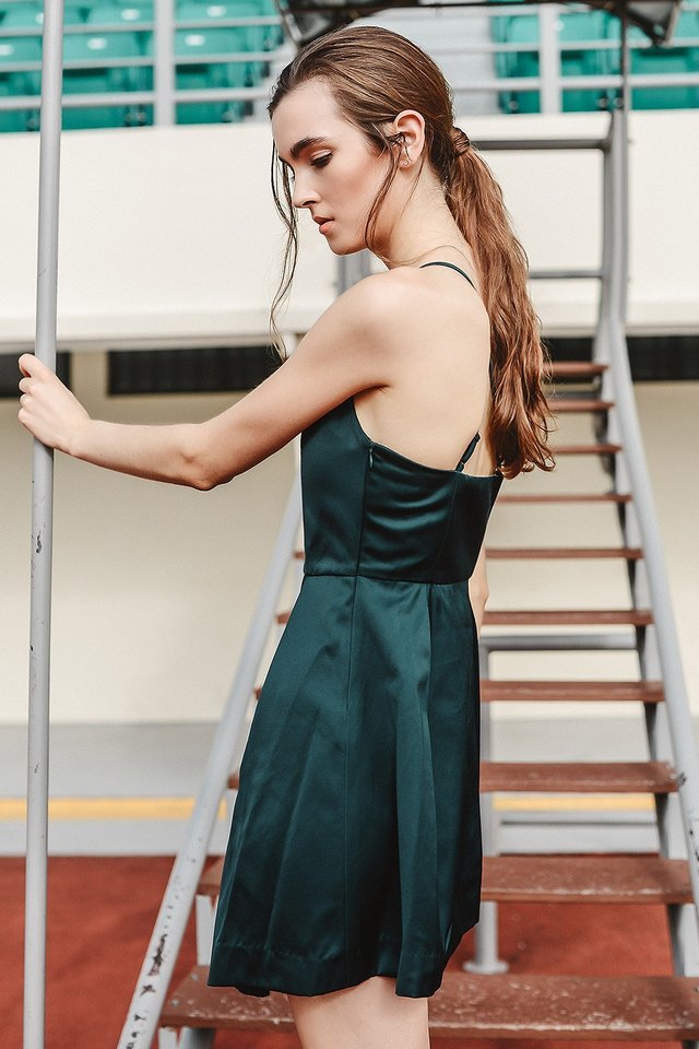 *BRIDGE* ROCHE DRESS IN DEEP MOSS