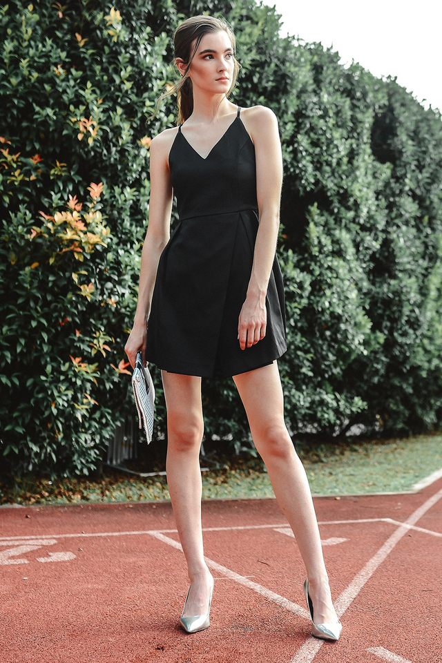 *BRIDGE* ROCHE DRESS IN BLACK